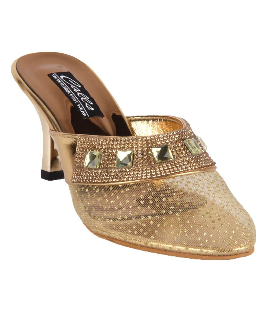 Ninelifestyle Gold Faux Leather Medium Heel Sandals
