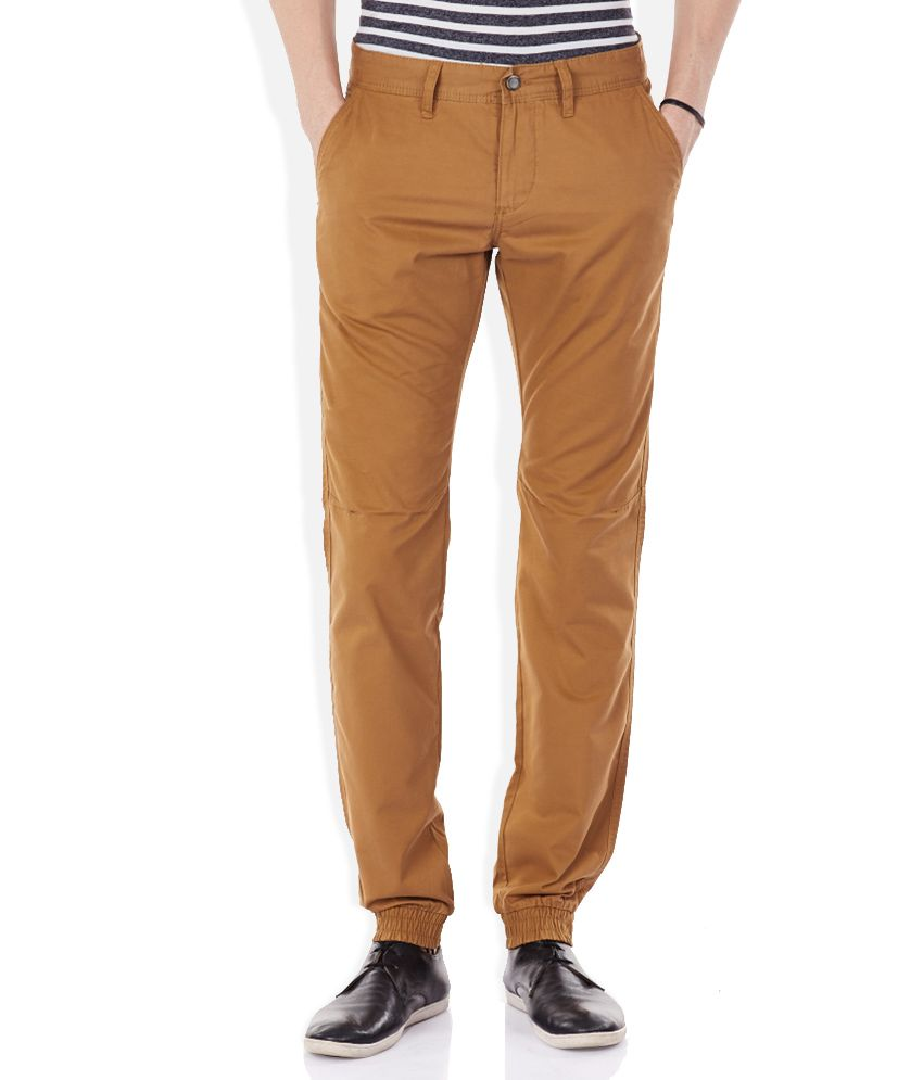Celio Brown Solid Flat Front Trousers