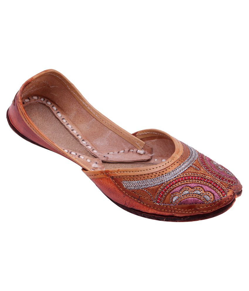 Ridhi Sidhi Brown Juttis
