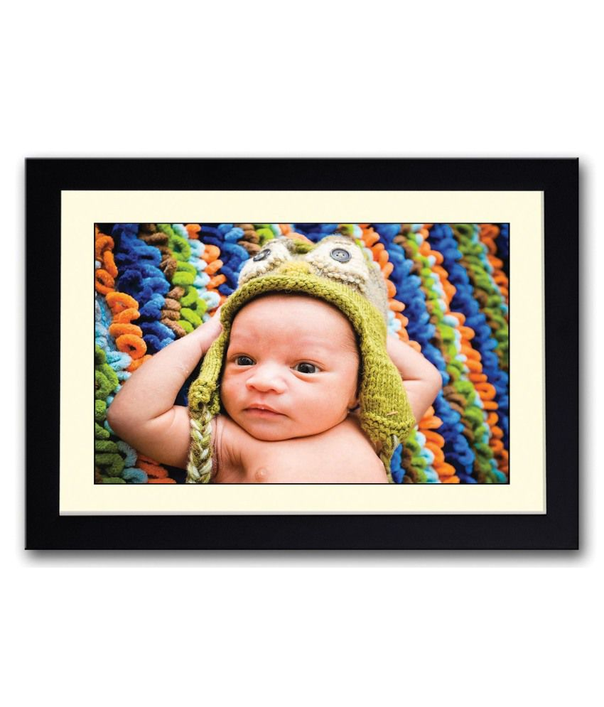 Artifa Matte Baby With Green Hat Painting With Wood Frame