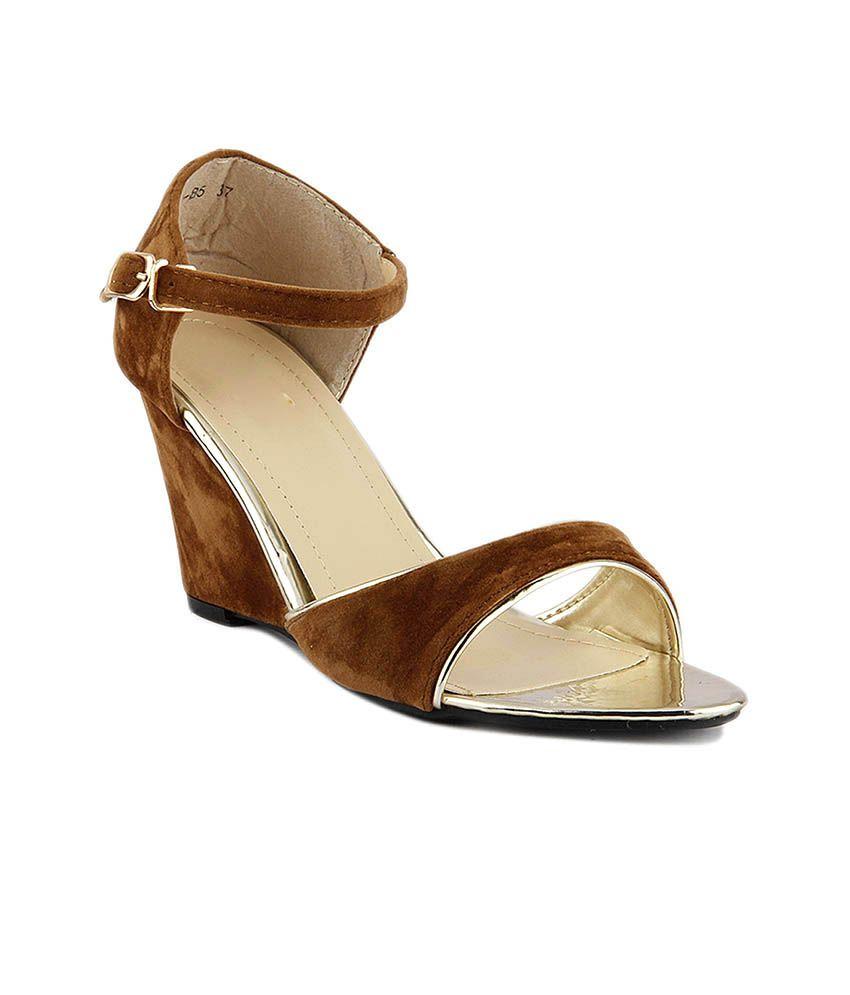Pinqchiq Brown Heeled Sandals
