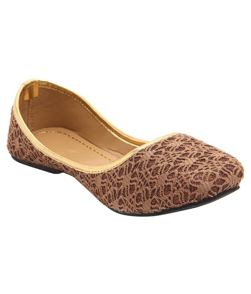 Ridhi Sidhi Trendy Brown Juttis