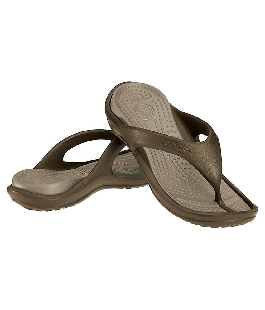 432e0d16a219 Crocs Relaxed Fit Athens II Brown Flip Flops Price in India- Buy ...