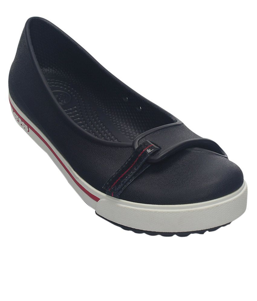 Crocs Black Flat Slip-on & Sandal Relaxed Fit