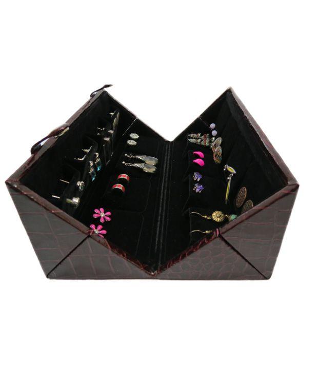 A Maze Wonderful Travel Trousseau Earrings Box