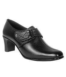 Jolly Jolla Stylish Black Slipon Heels
