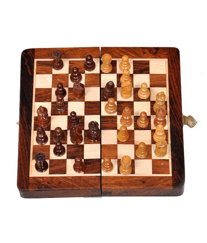 Wooden Magnetic Travel Chess Set 9