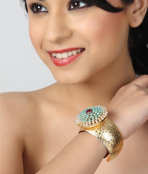 Bansri Amazing Aishwarya Kundan Kada
