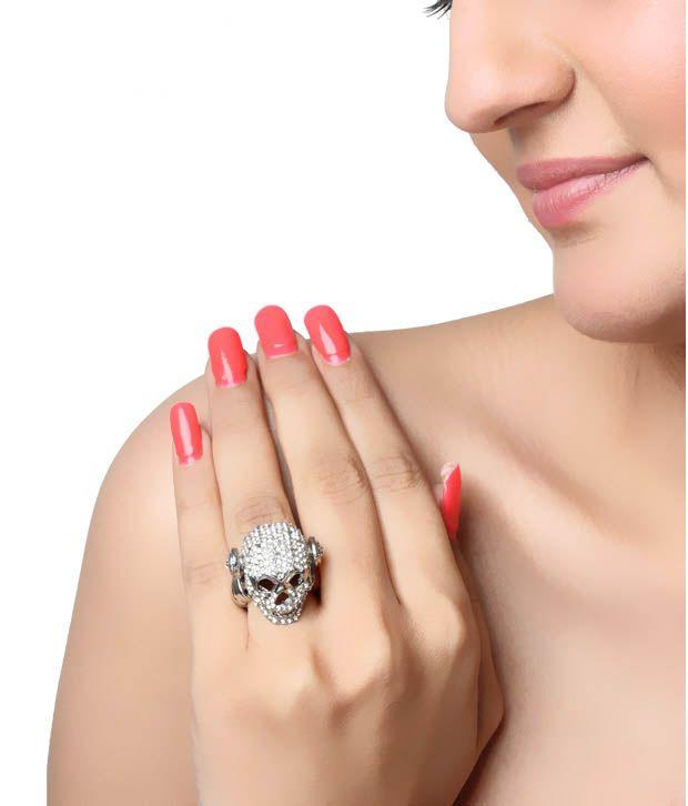 Pari Sparkling Skull Ring