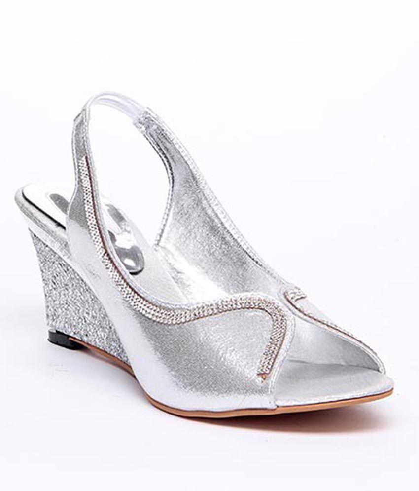 Sindhi Footwear Silver Elegant Sandals