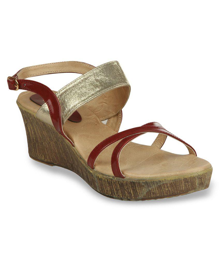 Studio 9 Gold Wedges Sandals