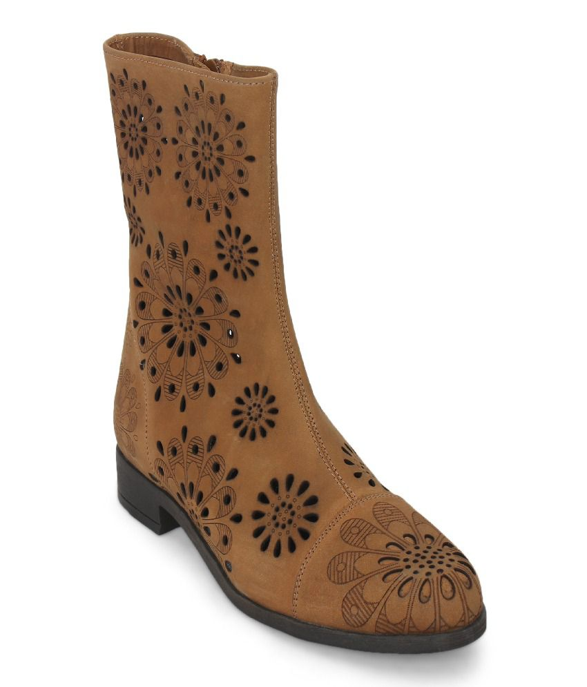 La Briza Brown Flat Boots