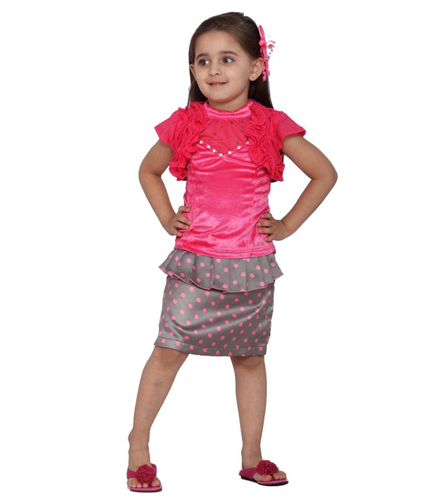 Girls' Skirts With our wide range of girls' skirts, dressing up your little one is easy as pie. YesStyle's cute skirts for kids include fluffy tutus, button-front denim skirts, stretchy knit skirts and more.
