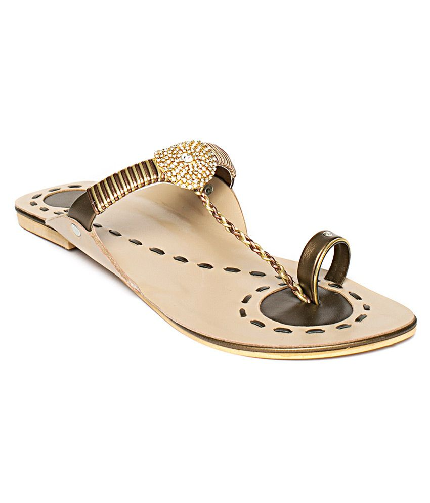 Wellworth Elegant Copper Flat Kholapuri Sandals