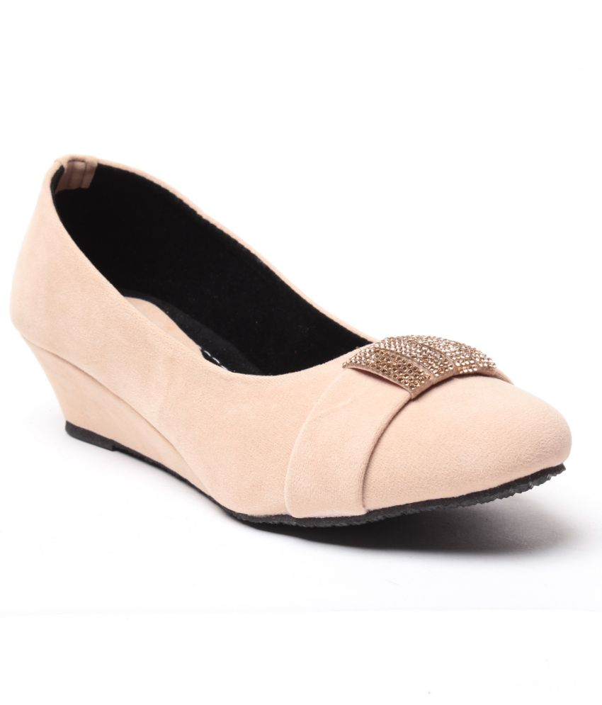 Anand Archies Beige Wedges Pumps