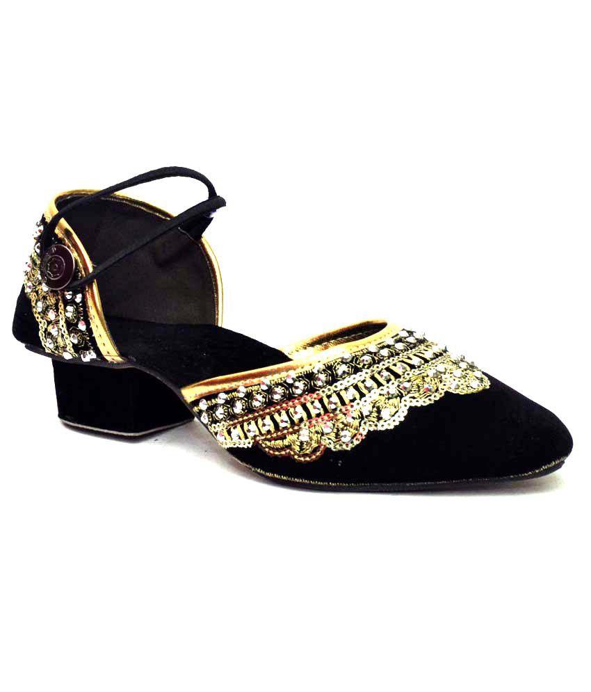 Vogue Guys Black Embroidary Black Stylish Star Sandal