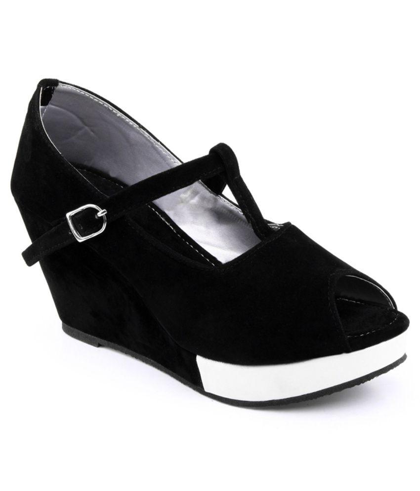 Kielz Black Wedges Sandals