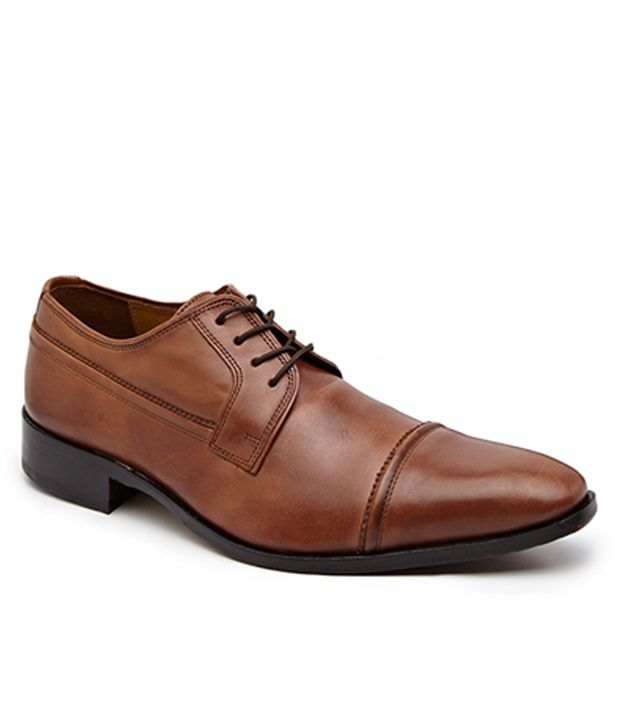 Buy Florsheim shoes online to choose from their huge list of collections and have them delivered to your doorstep. Let's have a look at a few types of shoes available online: Lace-up Shoes. Mostly made of leather, these shoes typically have strong soles and laces to offer a comfortable grip.