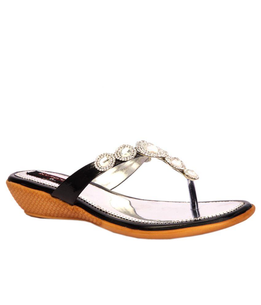 Trilokani Black Flat Slippers