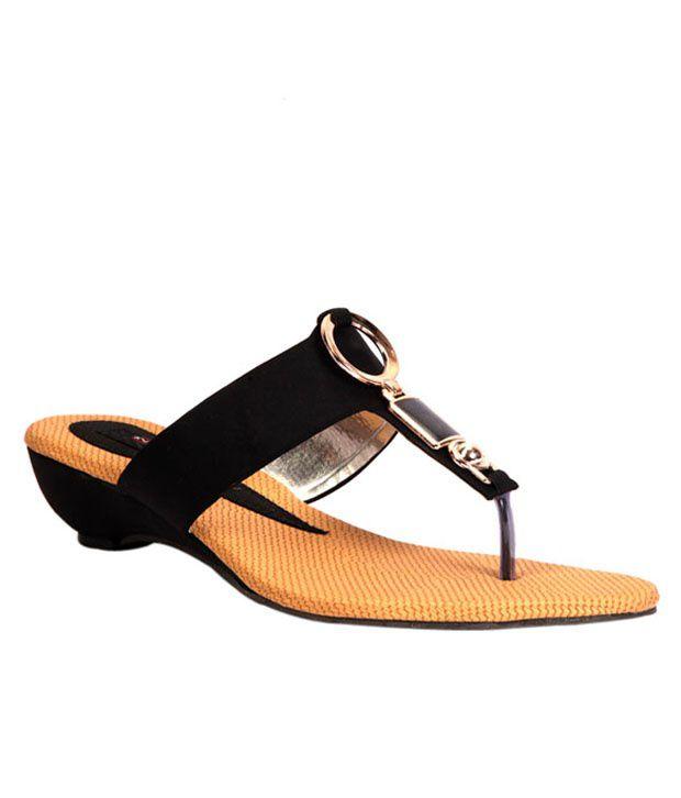 Trilokani Black Low Heel Slippers