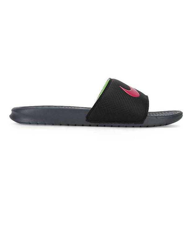 Nike Benassi Swoosh Black Slippers Price in India- Buy Nike Benassi ... b469e6248