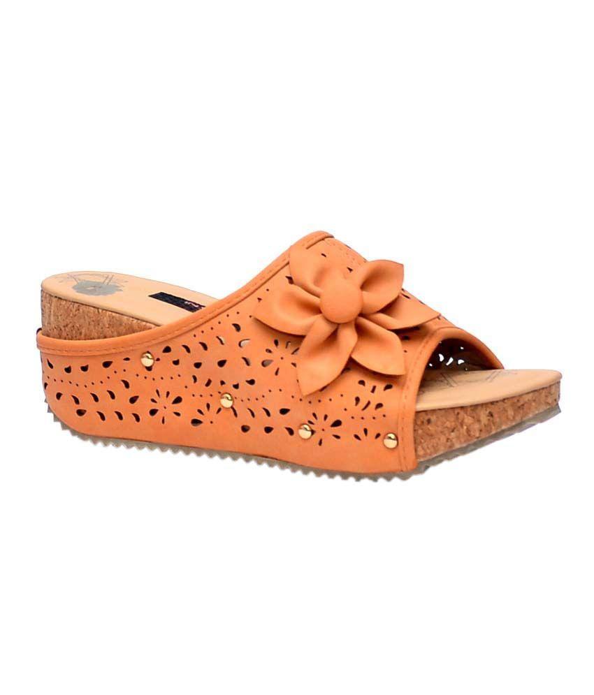 Trilokani Beige Low Heel Flip Flops