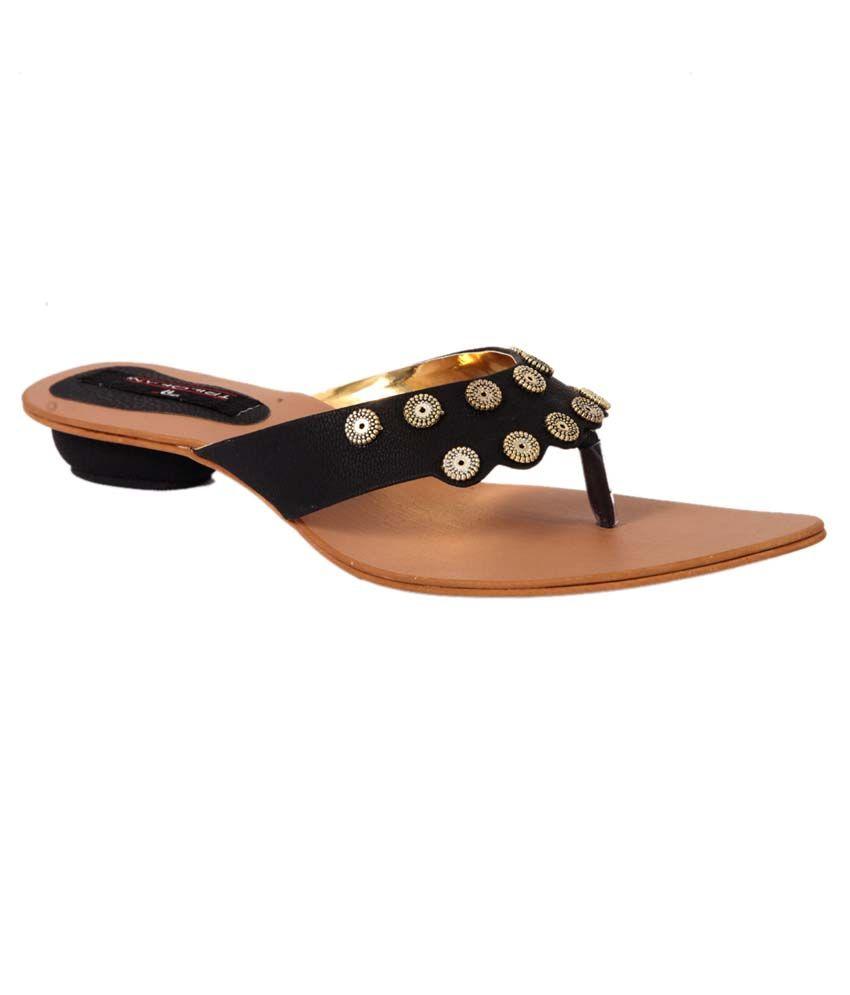 Trilokani Black Fancy Slipper For Women
