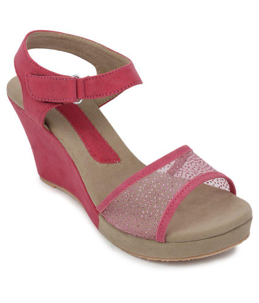 Metrogue Pink Velvet Wedges