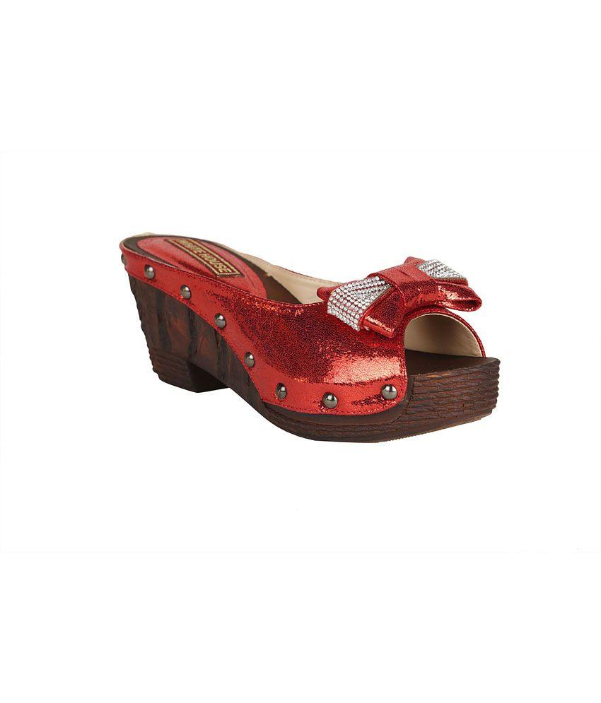 Sindhi Jewellers Maroon Patent Medium Heel Ethic Wear