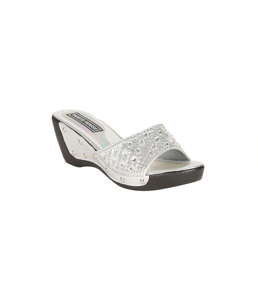 Sindhi Jewellers Silver Patent Medium Heel Ethic Wear