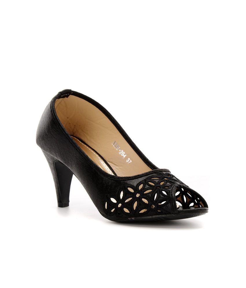 Pinq Chiq Collection Black Heel Sandals