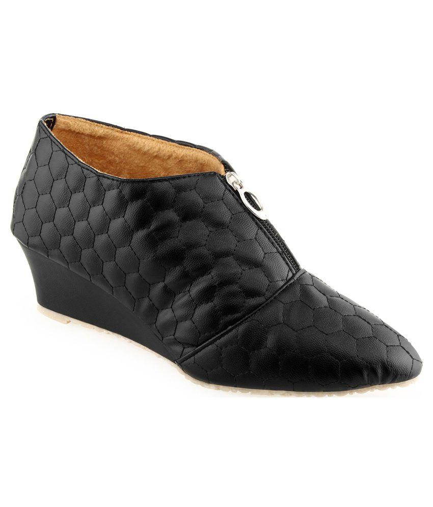 Aashka Black Boots