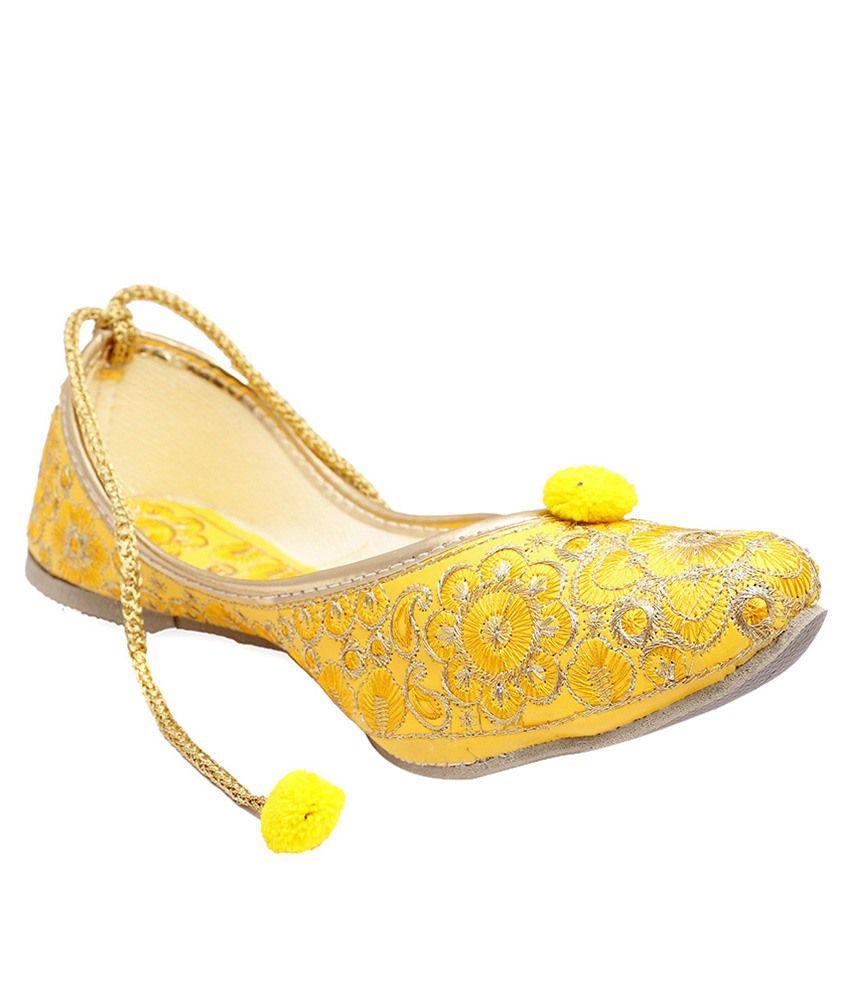 Stellar Collections Yellow & Beige Jhuttis