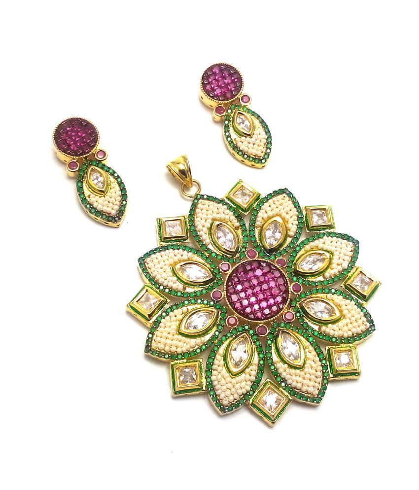 cfe5b9c79a9ed7 Sagun Designer Gold Plated Rich Look American Diamond Kundan Pendant Set  with Pearl: Buy Sagun Designer Gold Plated Rich Look American Diamond  Kundan ...