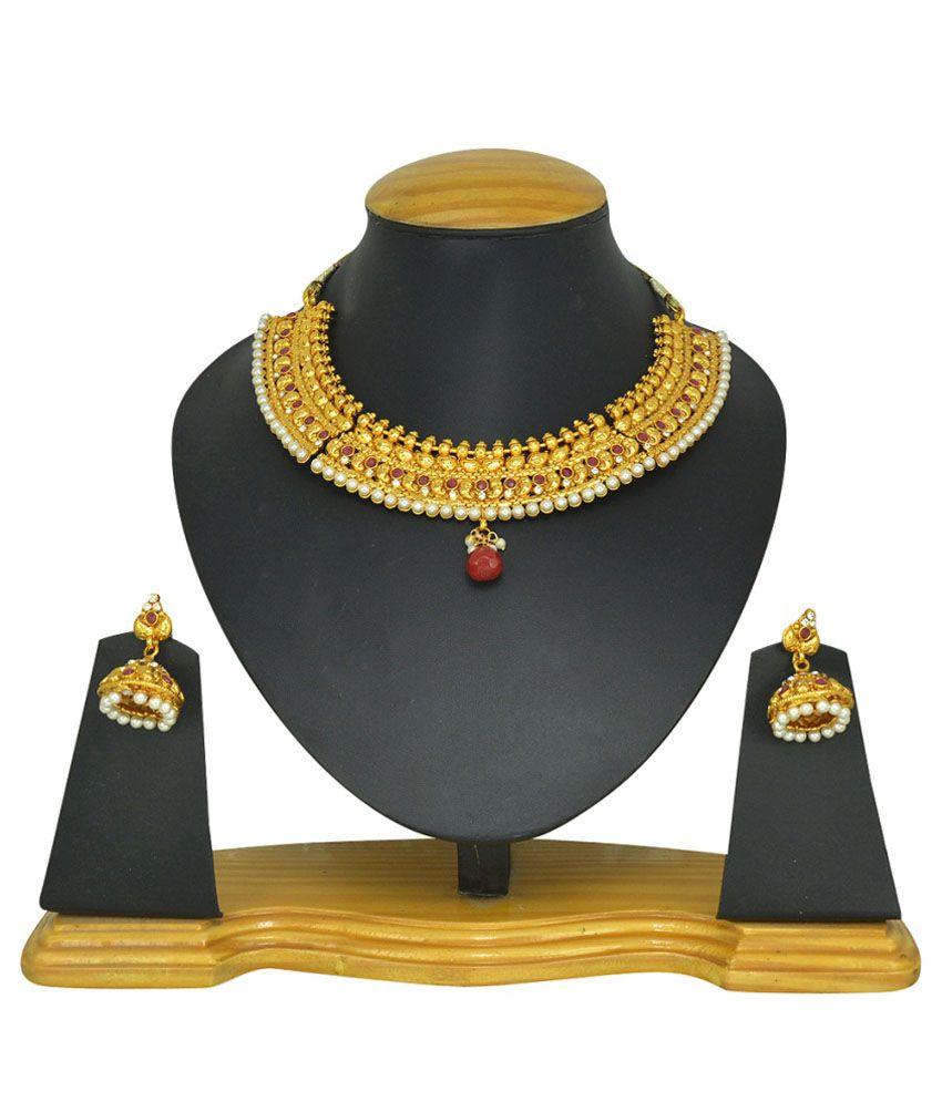 The Pari Golden Alloy Necklace Set
