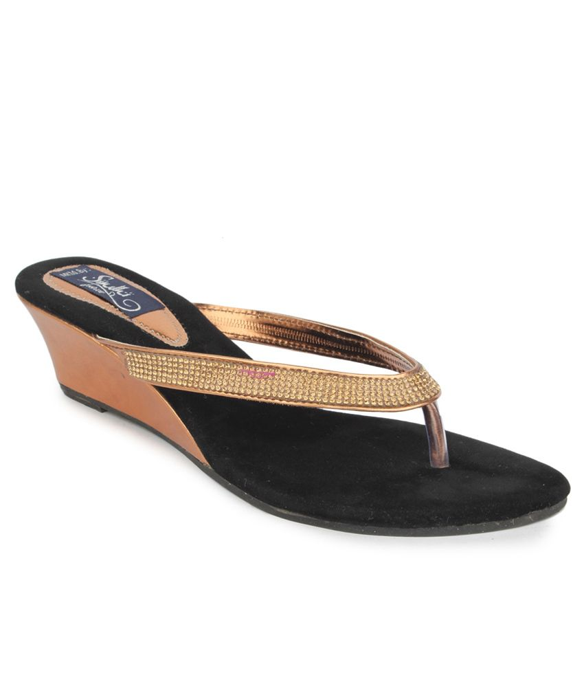 Sindhi Footwear Gold Ethnic