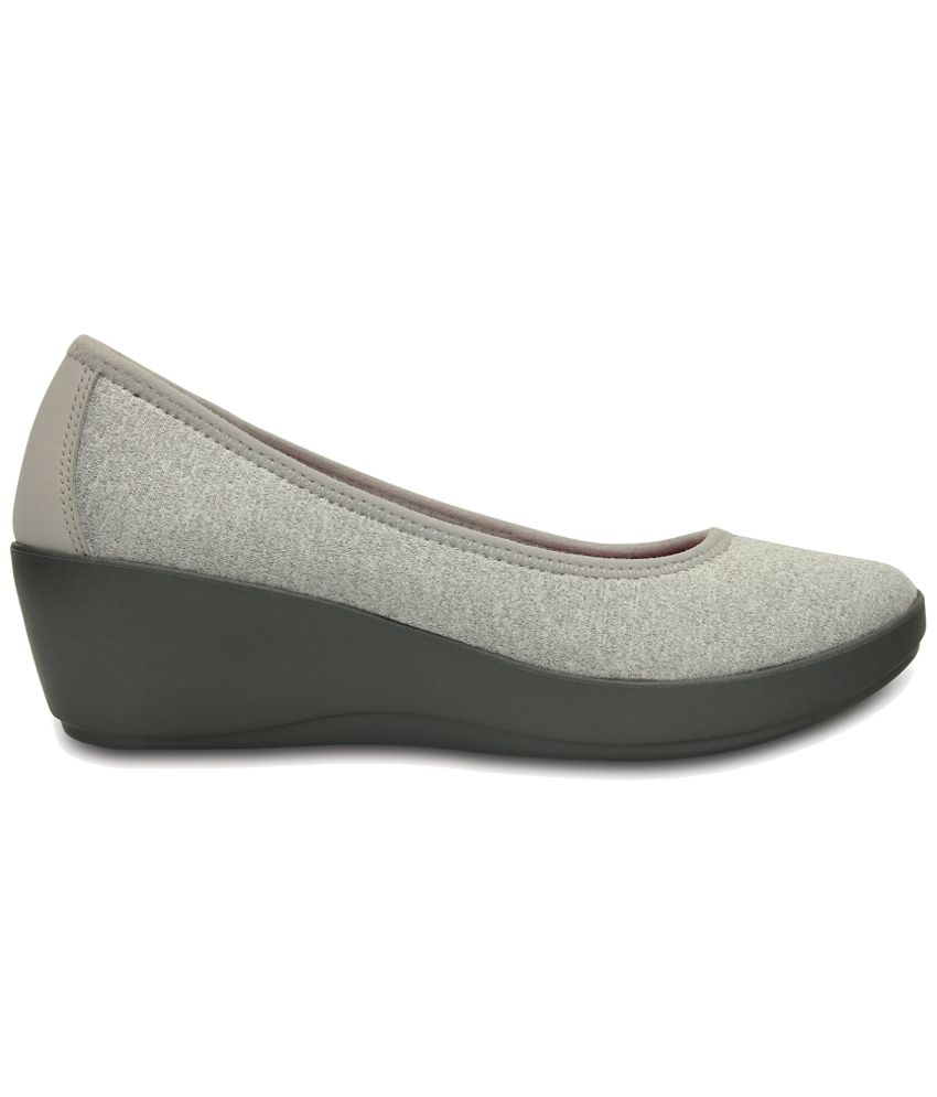 933975e3c Crocs Gray Heeled Slip-on   Pump Relaxed Fit Price in India- Buy ...