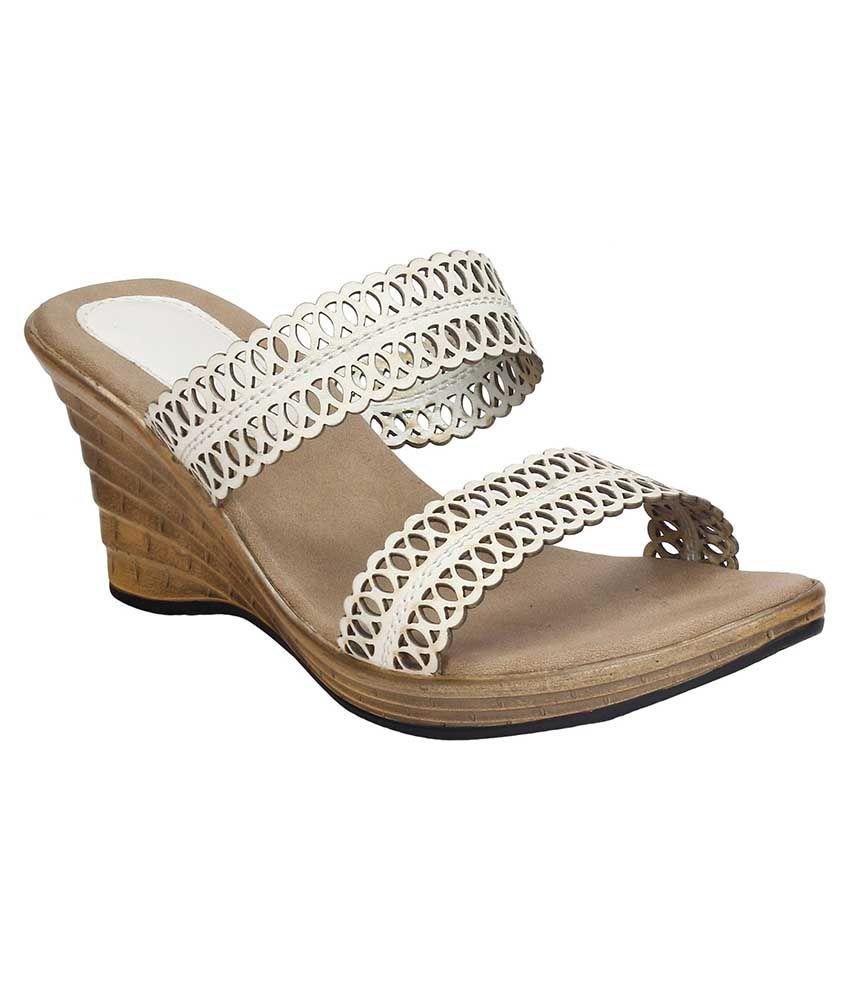 Trotters White Wedges Heels