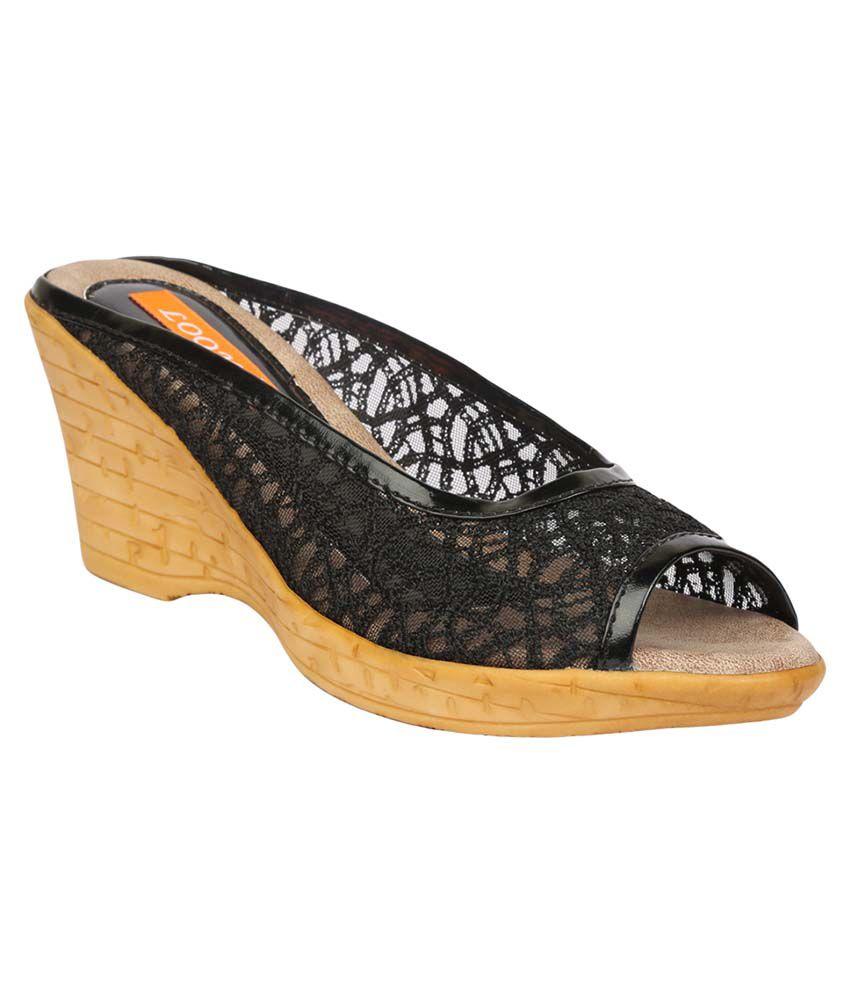 Looks Black Platforms Heels