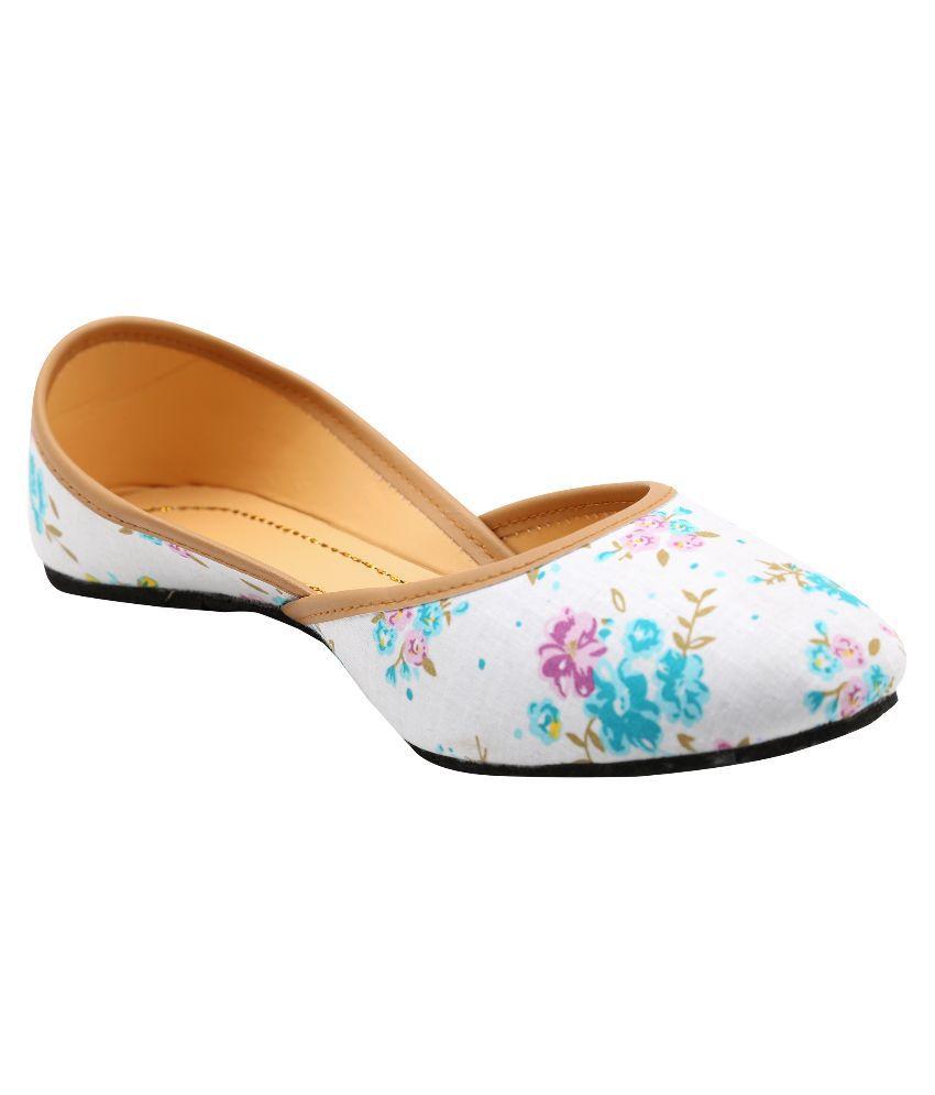 Ridhi Sidhi White Ethnic Footwear