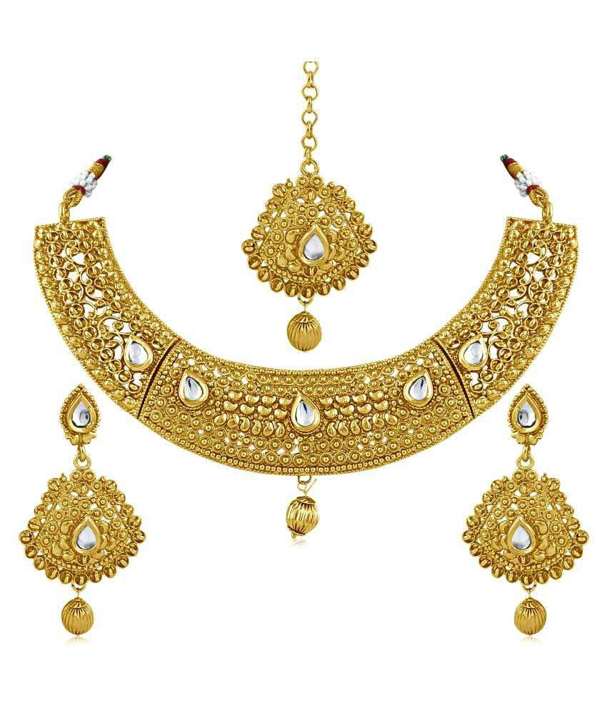 Inaya Golden Alloy Necklace Set