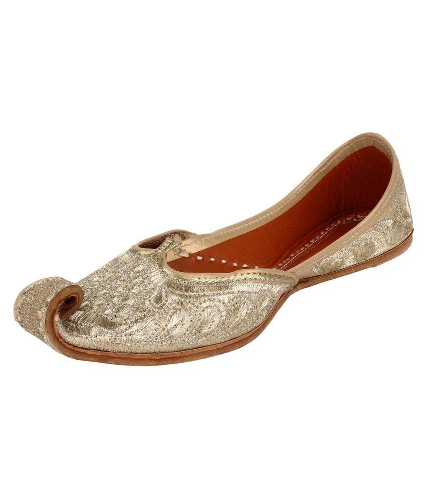 Saashiwear White Flat Ethnic Footwear