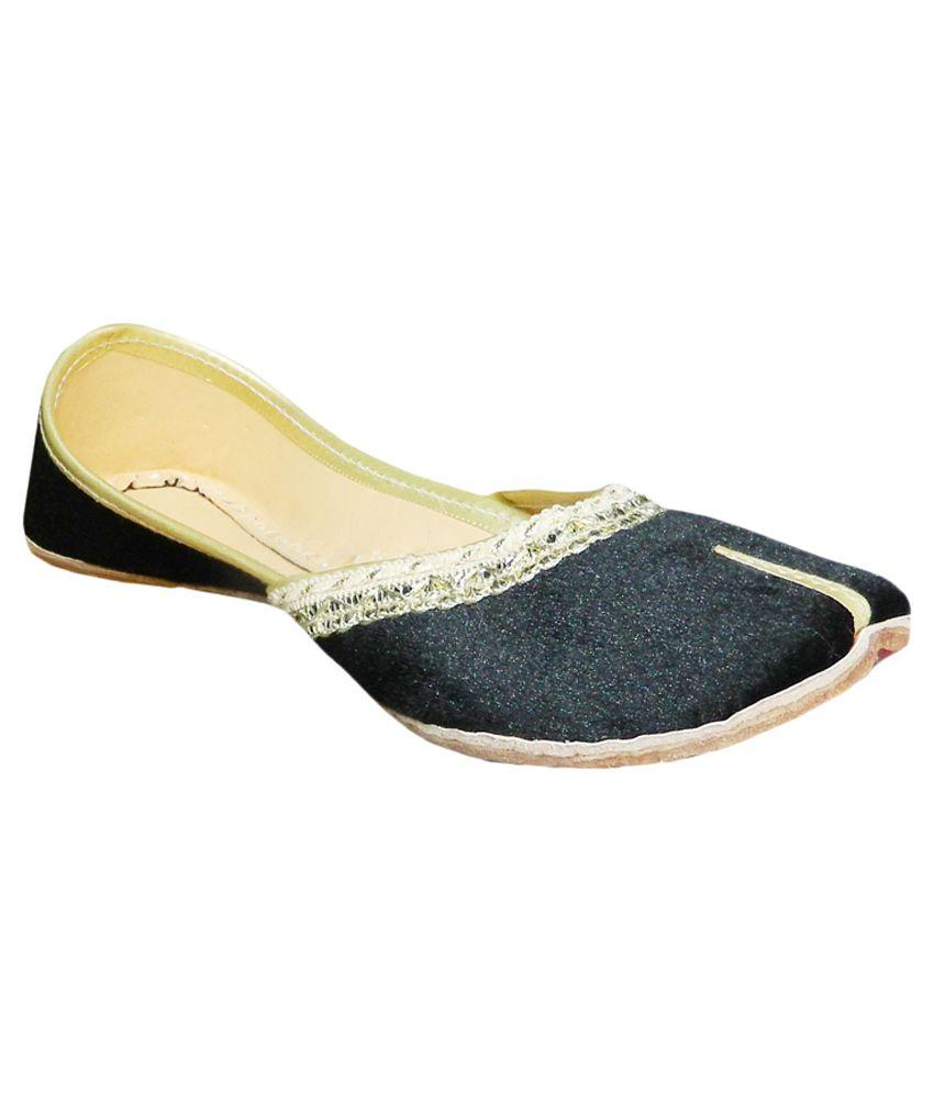 DesiArchies Black Flat Ethnic Footwear
