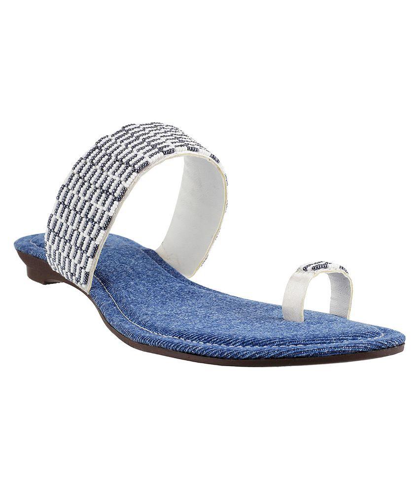 MOCHI WHITE Slippers