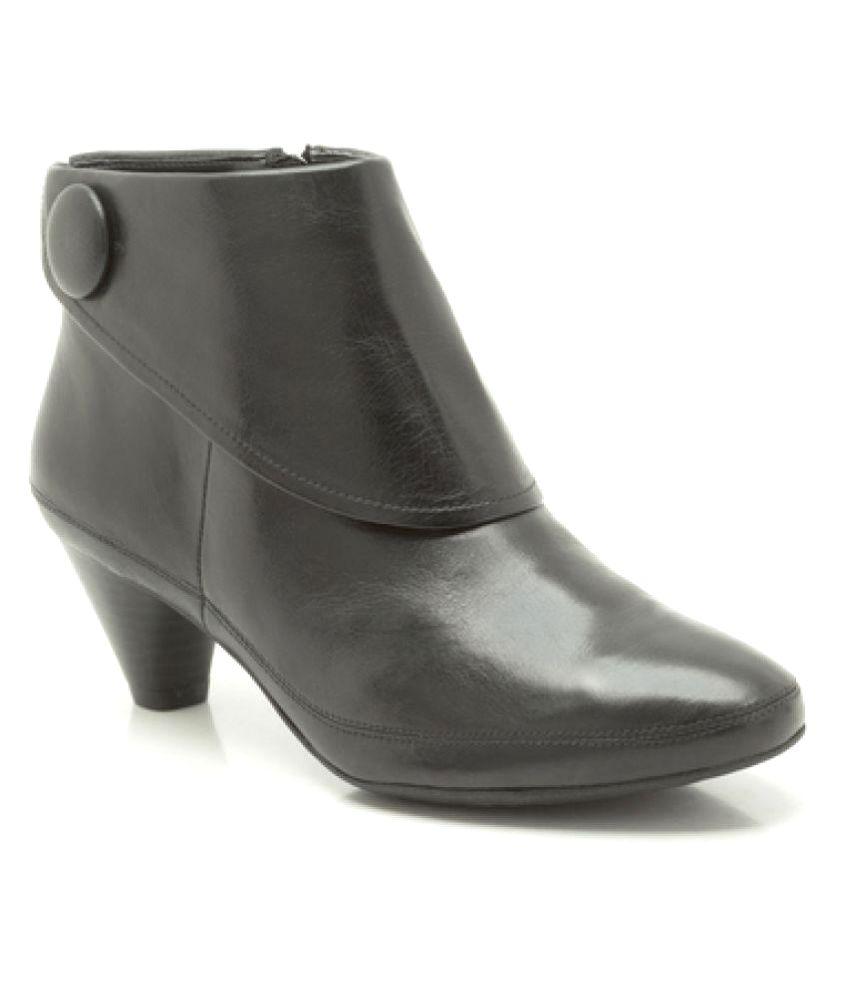 Clarks Black Ankle Length Chelsea Boots