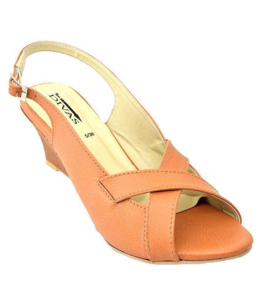 New Divas Tan Wedges Heels