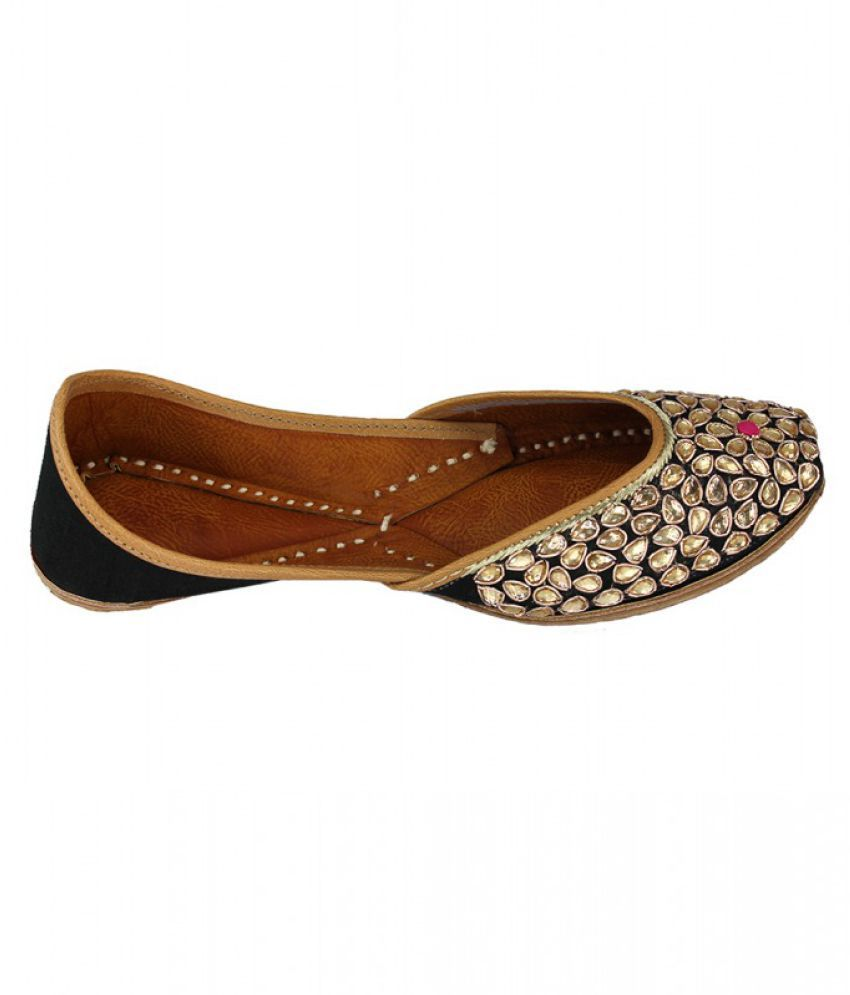 Yolo Black Flat Ethnic Footwear