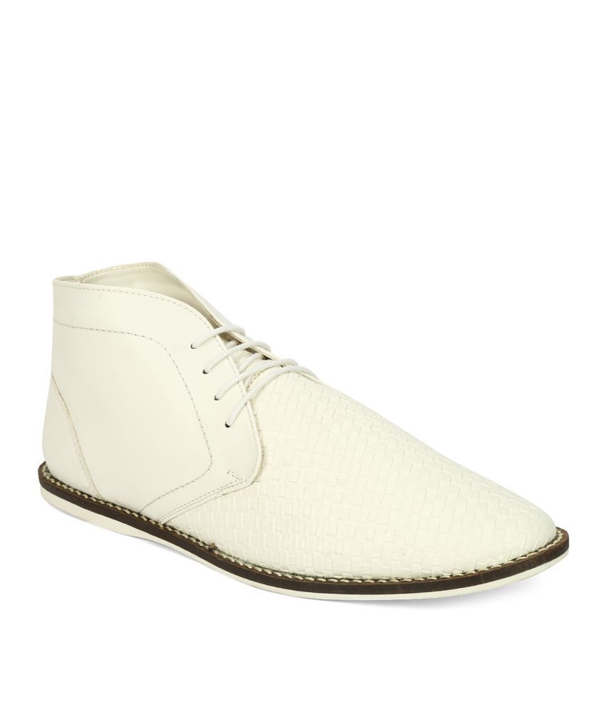 Knotty Derby White Casual Boot