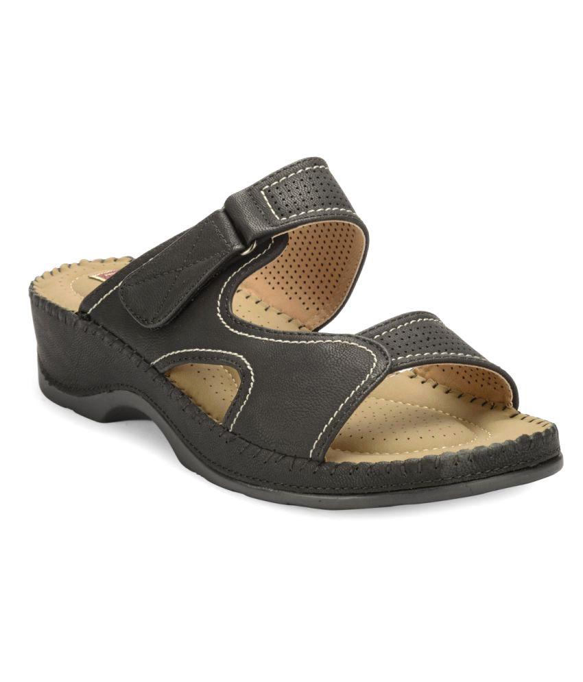 Flat n Heels Black Wedges Heels