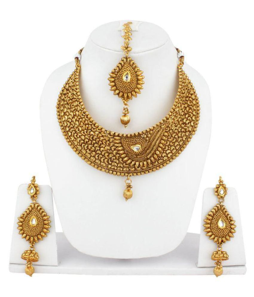 Jewels Capital Golden Kundan Necklace Set With Maang Tikka